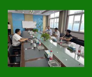 邳州市官湖镇领导参访横林地板产业